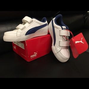 Kids Puma white w/blue stripe Kinder-fit sneakers